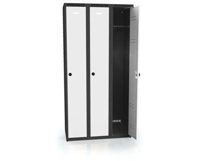 Klädskåp Karup, plant tak, BxDxH 900x500x1800 mm, 3 dörrar, grå/antracit