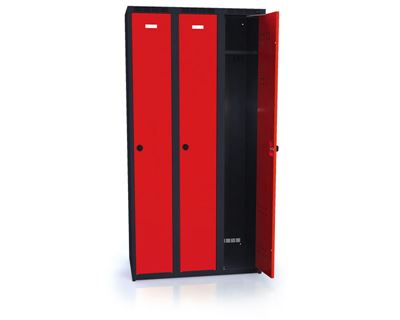 Klädskåp Karup, plant tak, BxDxH 900x500x1800 mm, 3 dörrar, röd/antracit